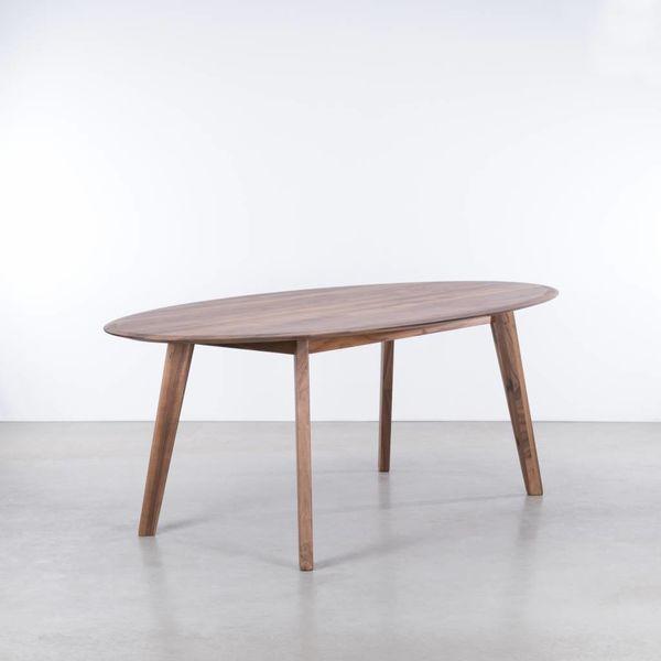 bSav & Okse Samt ovale tafel Walnoot