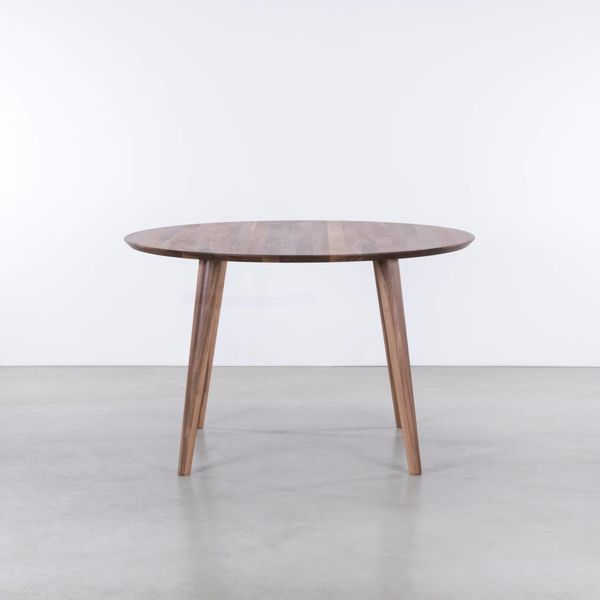 bSav & Okse Tomrer round table Walnut
