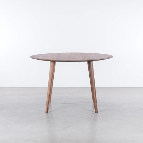 bSav & Okse Olger round table Walnut