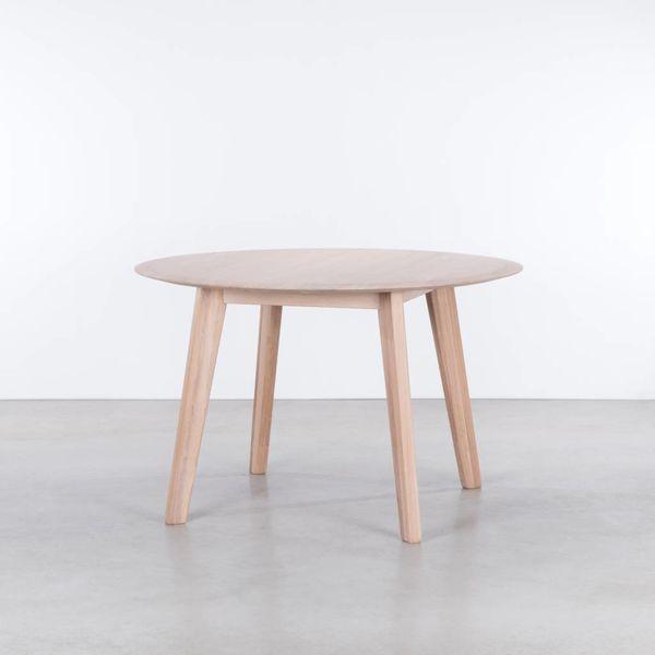 bSav & Okse Samt round table Oak Whitewash