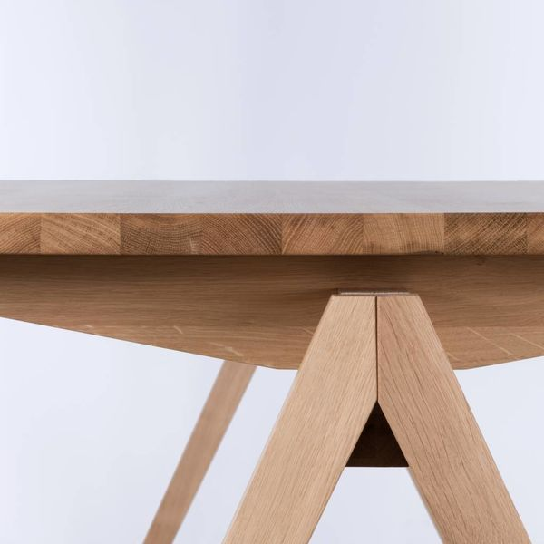 bSav & Okse TD4 Oak wood table