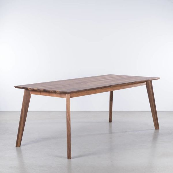 bSav & Økse Gunni table Walnut