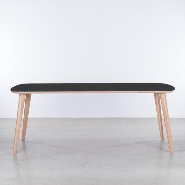 bSav & Økse Tomrer Table Black Fenix top - Oak Whitewash legs