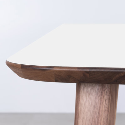Sav & Okse Tomrer Table White Fenix top - Walnut legs