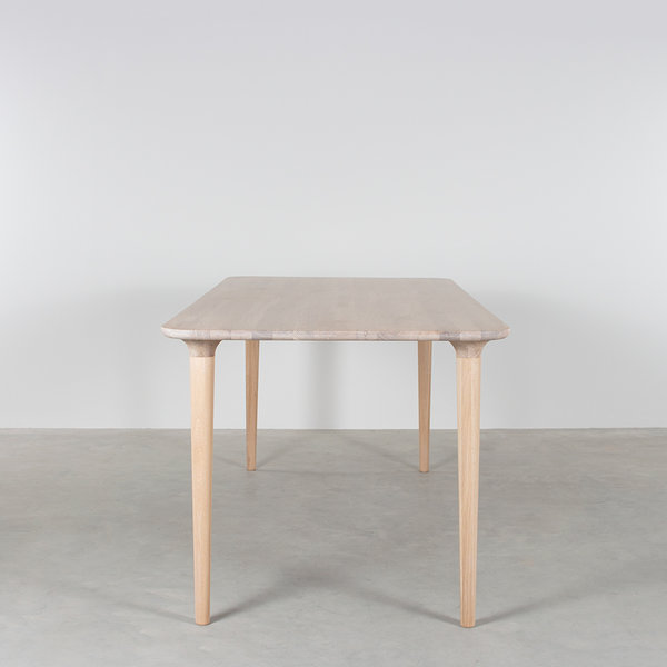 bSav & Okse Trumpet Table Oak Whitewash