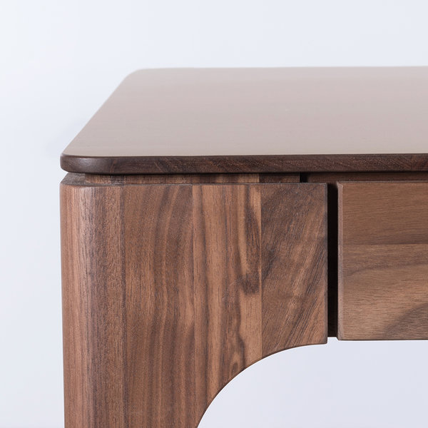 bSav & Økse Rikke Table Clay Gray Fenix Leaf - Walnut Legs