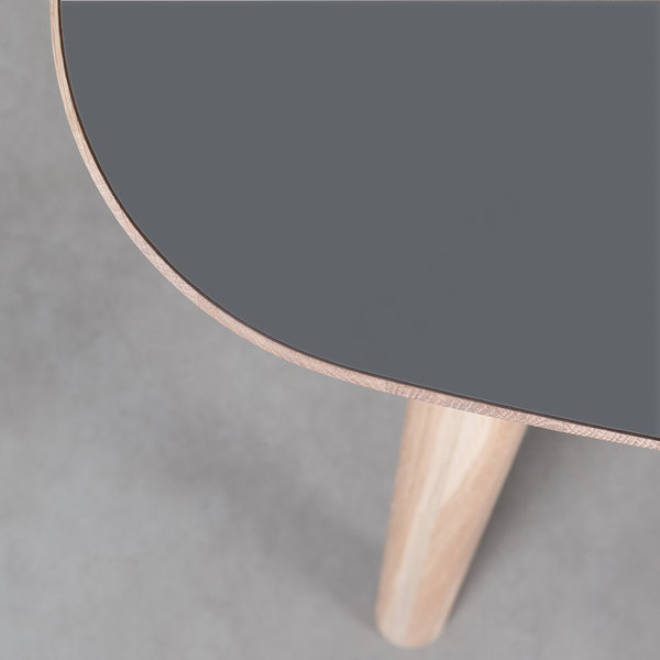 bSav & Okse Tomrer Tafel Basaltgrijs Fenix blad - Eiken Whitewash poten