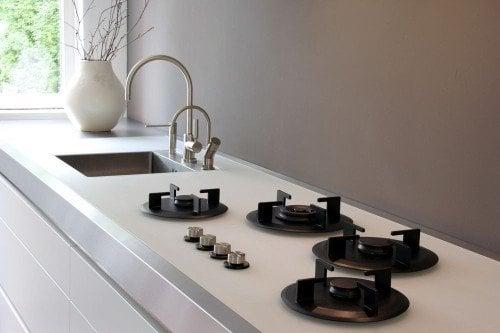 Achterwand Keuken Verven : Muurverf achter het fornuis beschermen tegen vuil en vet