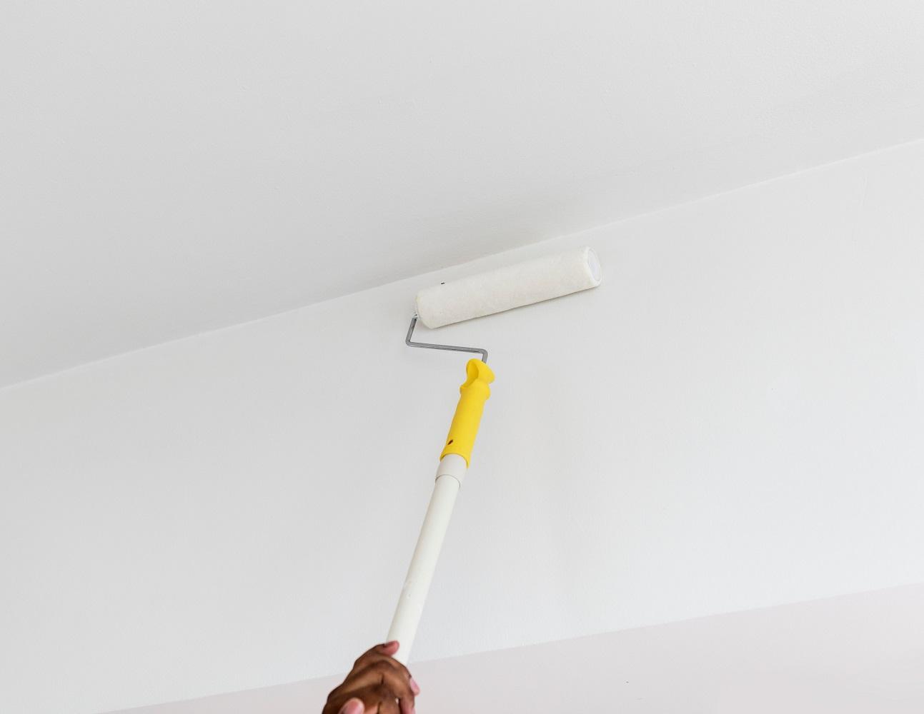 Bekend Streeploos plafond schilderen met spacklatex - Verfwebwinkel.nl DX62