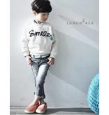LUNCHPACK - Witte sweater met tekst SMILE
