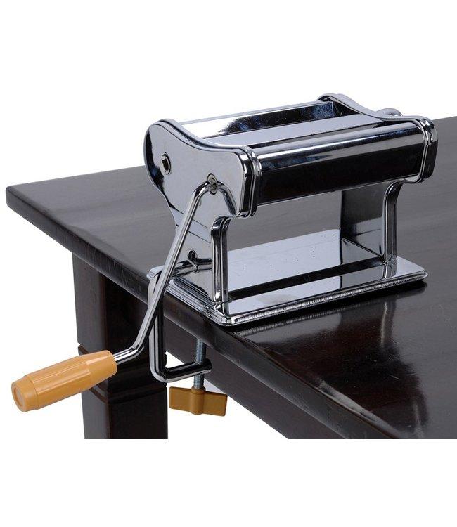 Pastamachine met tafelgreep