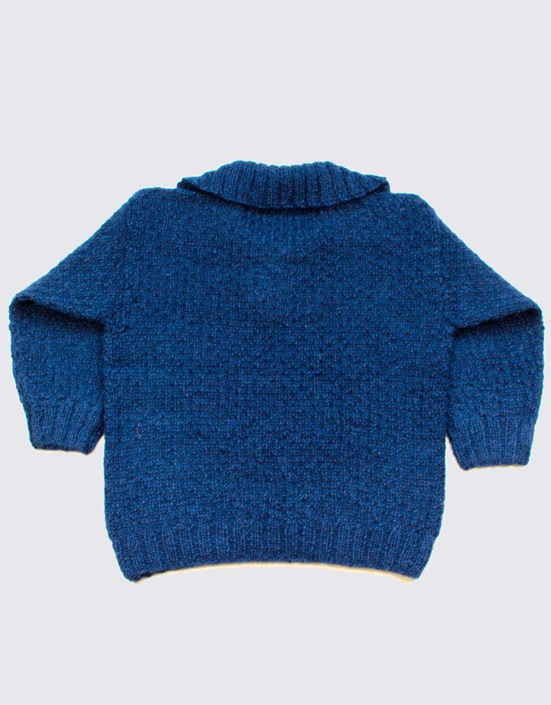 Blauw alpaca truitje met stoere kraag en houten knopen