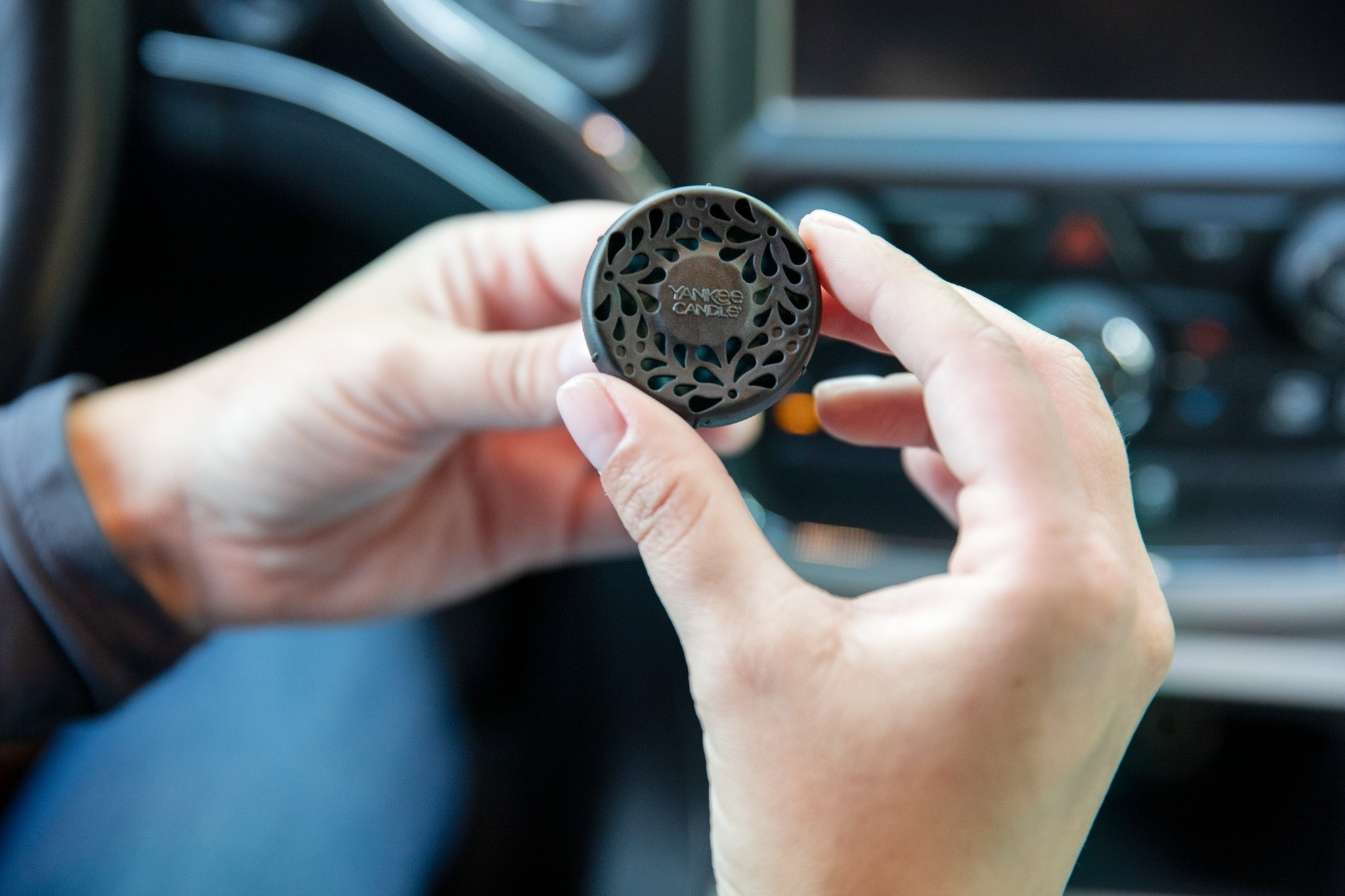 Yankee Candle - Black Cherry Starter Kit Car Powered Fragrance