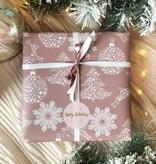 Kerst Cadeaupapier - Pink & White (Opgelet, door drukte neemt inpakken een dag langer in beslag.)