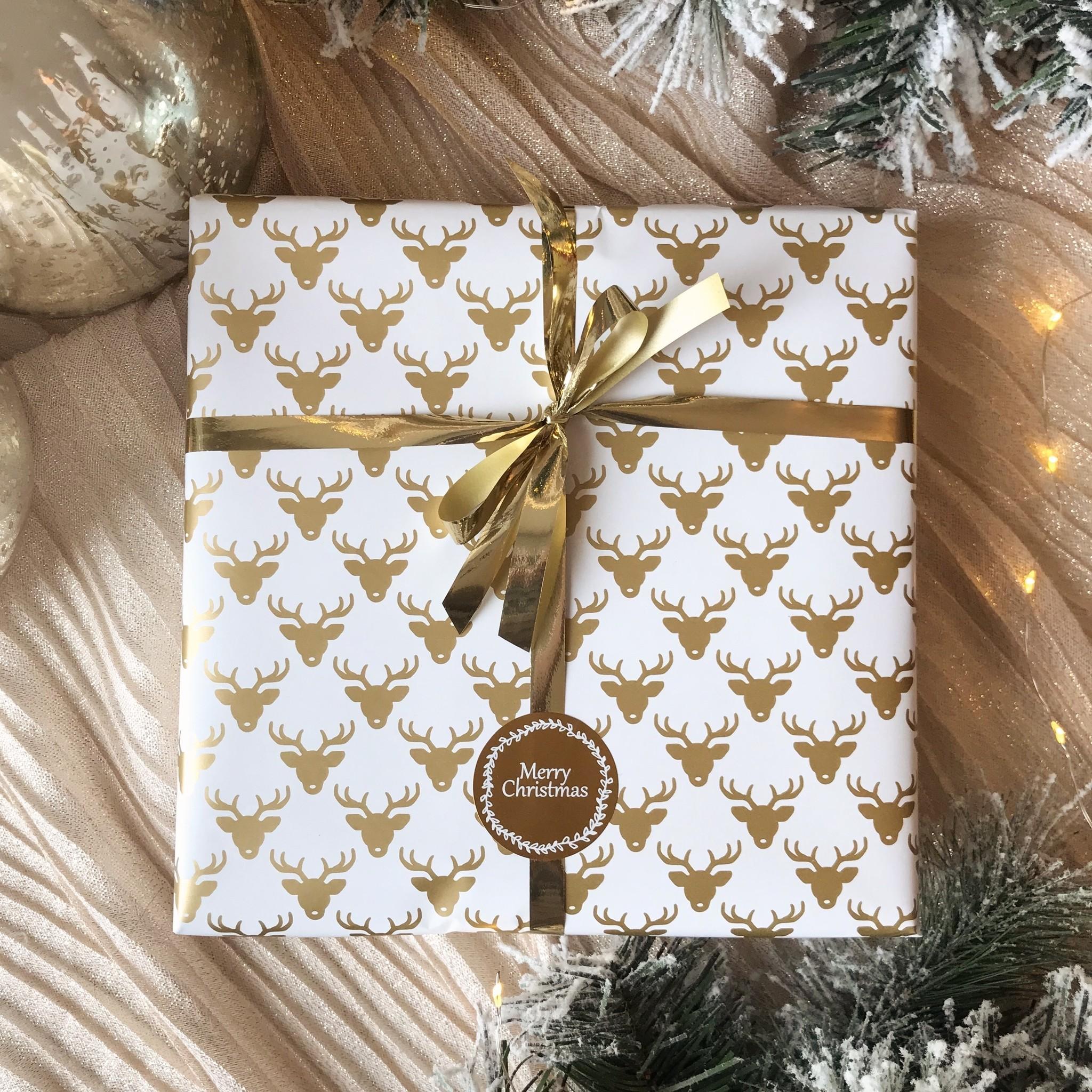 Kerst Cadeaupapier - Deer White (Opgelet, door drukte neemt inpakken een dag langer in beslag.)
