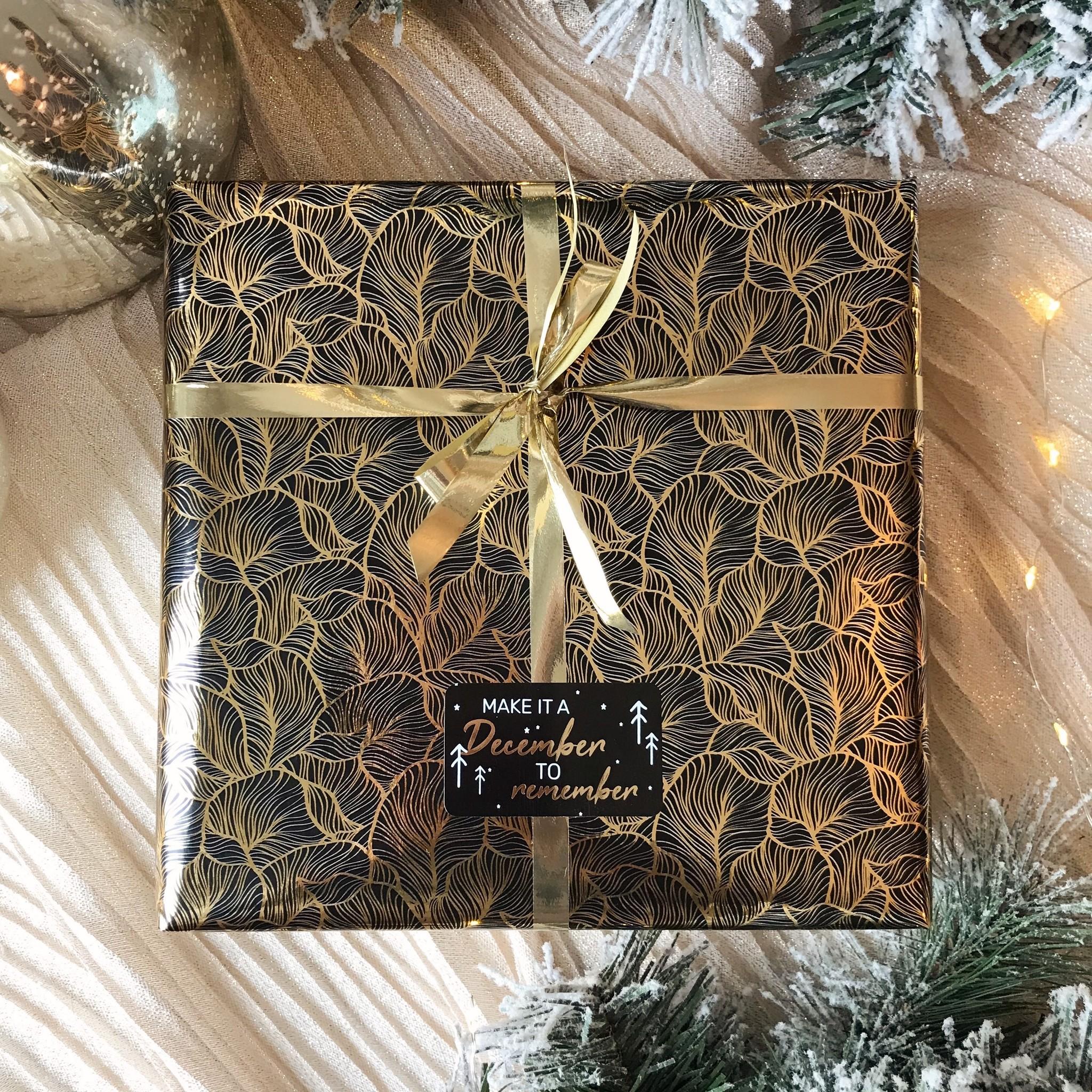 Kerst Cadeaupapier - Black Leaves (Opgelet, door drukte neemt inpakken een dag langer in beslag.)