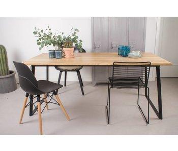 'Ekberg' Eichentisch mit Untergestell aus Stahl/schräge Tischbeine