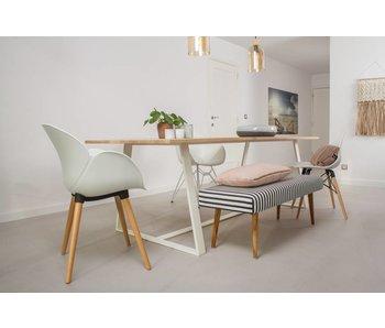 'Soborg' Eichentisch mit Untergestell aus Stahl/schräge Tischbeine