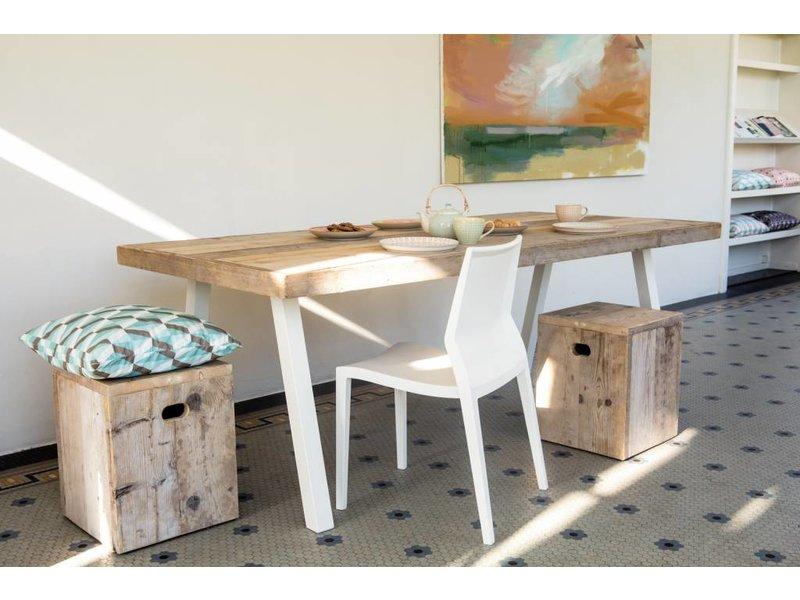 """""""Arendal"""" Bauholz Tisch/ schräge Tischbeine aus Stahl"""