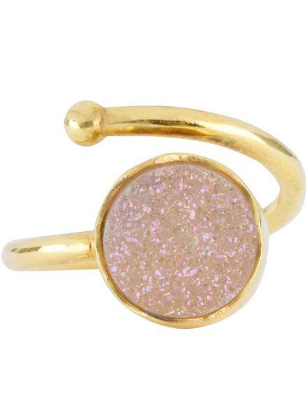 Marissa Eykenloof Gouden ring met witte druzy agaat