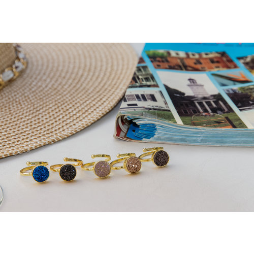 Marissa Eykenloof Gouden ring met blauwe druzy agaat