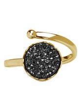 Marissa Eykenloof Gouden ring met zwarte druzy agaat