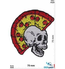 Pizza Totenkopf Irokese mit Pizza