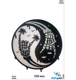 Yin Yang  Yin Yang - Skull Hand - 25 cm - BIG