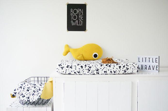 Iek & Jet Aankleedkussenhoes Max - b&w splash dots