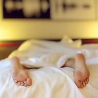 Slaaptekort tegengaan in 9 stappen