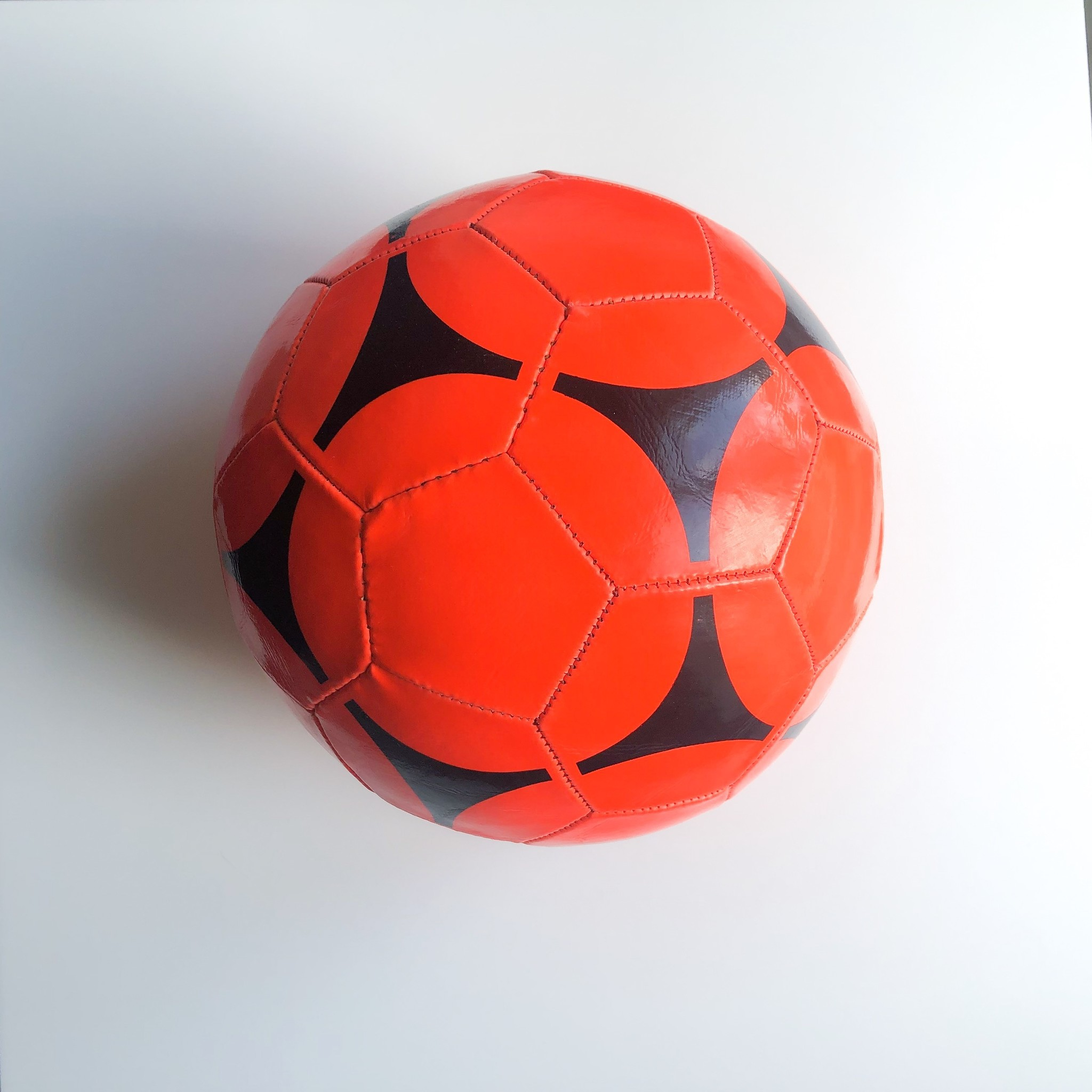 Ballon en simili-cuir, mix couleurs, par 6 pcs, non-gonflé, avec pompe à main