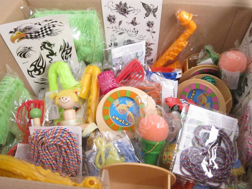 Boîte de récompense avec 100 jouets