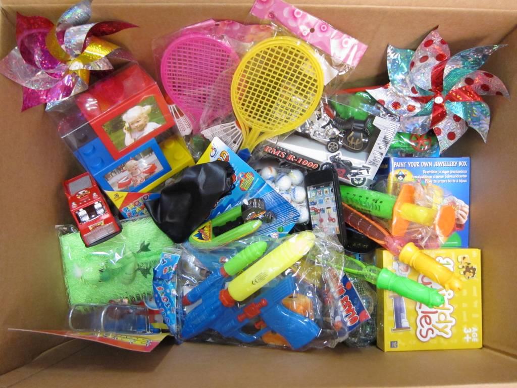 Beloningsdoos met 50 medium speelgoedjes