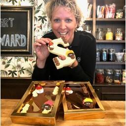 Grand Café de Klok Patisserie Chocoladeletter uit eigen Patisserie