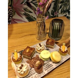 Grand Café de Klok Patisserie Sweet Box
