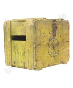 Gele houten kist