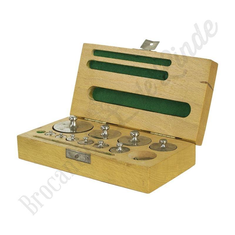 Oude apothekersgewichtjes set in houten box