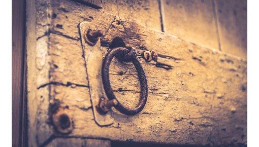 Oude deuren en antieke paneeldeuren