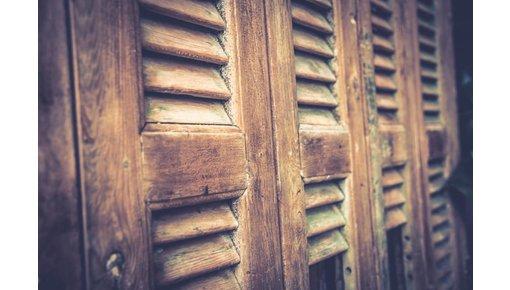 Oude en antieke louvre luiken