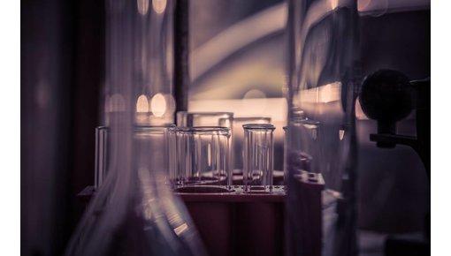 Vintage laboratoriumglas en industrieel glaswerk