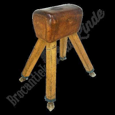 Vintage turnbok 'Wooden foot'