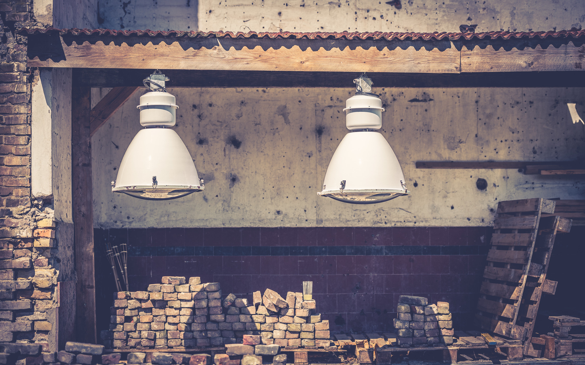 grote oude fabriekslampen wit