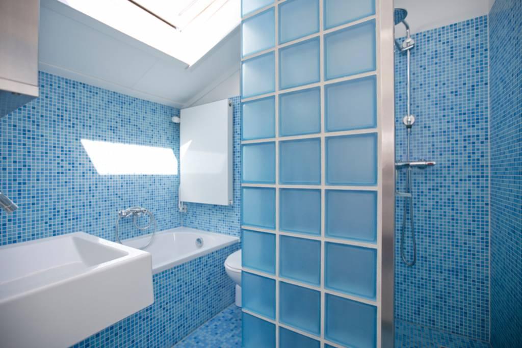 Douchewand plaatsen met glazen bouwstenen glasblokken