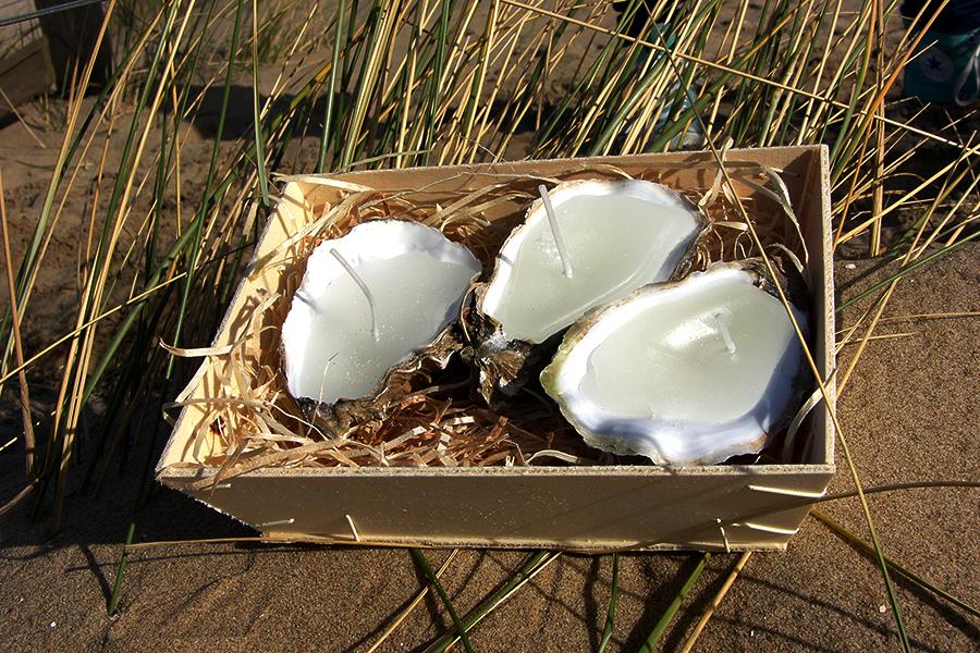 Puur Basic Home selection Orgineel cadeau deze mooie oester / oyster kaarsen - 2-3 stuks  in kistje