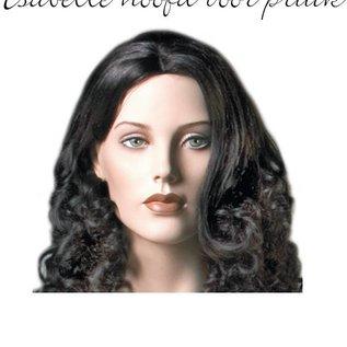 Isabelle met hoofd voor pruik