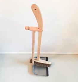 Iris Hantverk Tall Dustpan and Brush