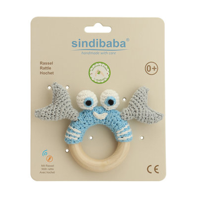 Sindibaba Rattle crab on wooden ring light blue