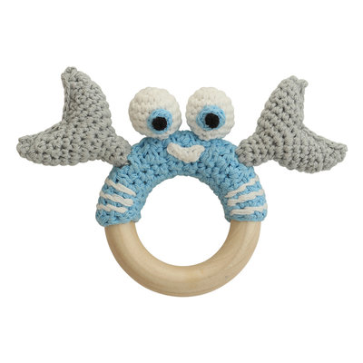 Sindibaba Rattle cancer on wooden ring light blue