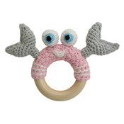 Sindibaba Rattle crab on wooden ring light pink