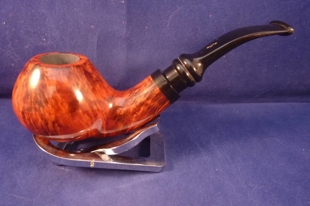 Sold Smoking Pipe Nording Hold Em Queen